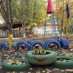 Какой может быть детская площадка из шин