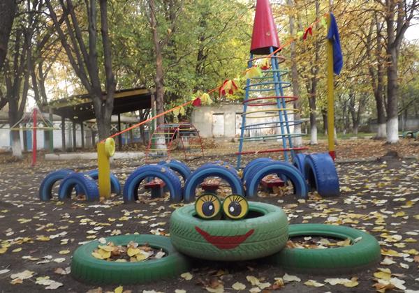 Детская площадка с теннисным столом