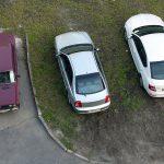 Рассмотрим важный вопрос — можно ли парковаться на газоне?